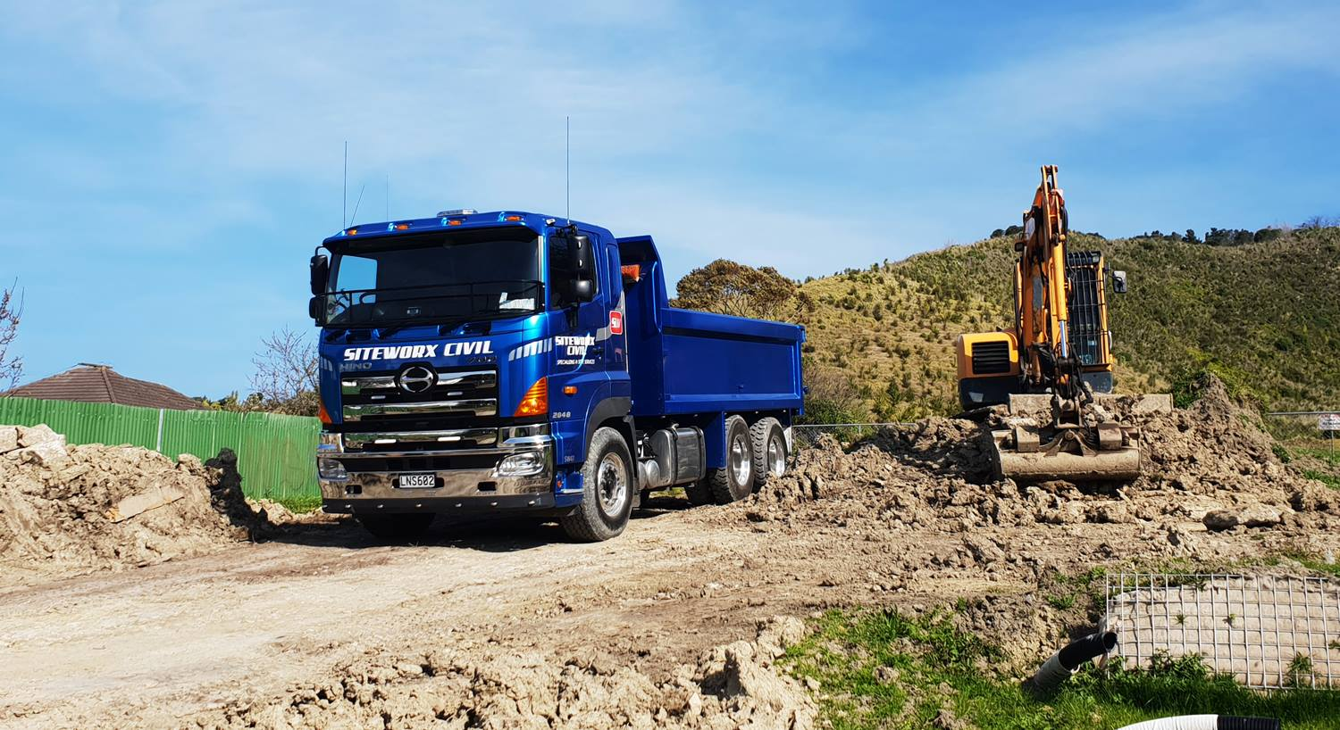 Siteworx Civil - 700 Series 6x4 Tipper 16 Speed Auto
