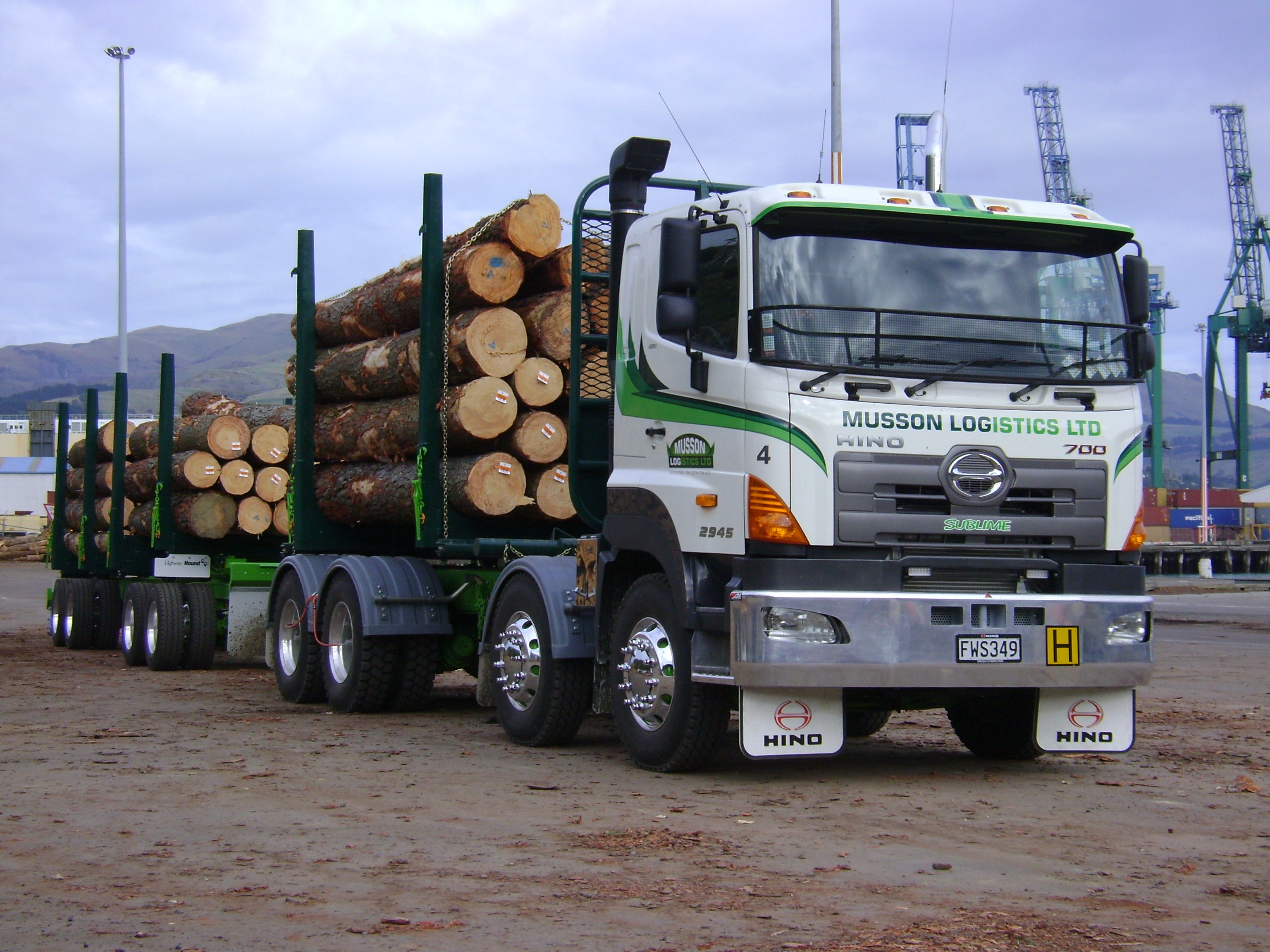 Musson Logistics - 700 Series 450hp 6-Rod 8x4