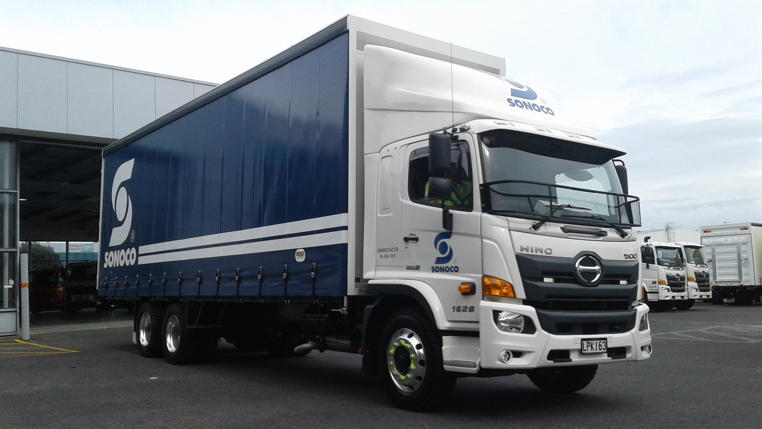 Sonoco - 500 Series Wide Cab FG - Curtainsider